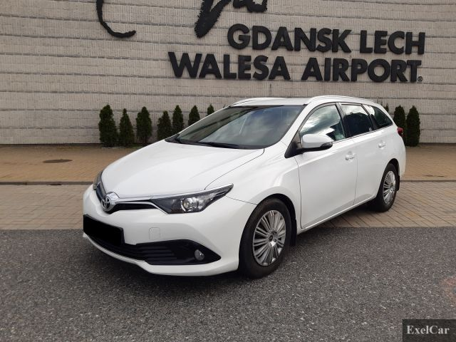 Rent a Toyota Auris STW | Car Rental Gdansk |