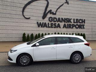 Rent a Toyota Auris STW   Car Rental Gdansk    - zdjęcie nr 2